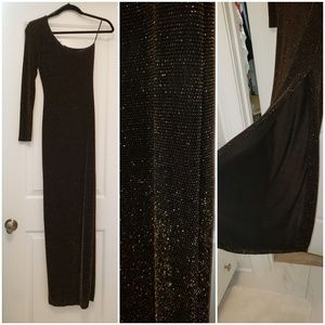 Dresses & Skirts - One Shoulder sleeved gown